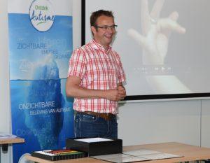 Jasper Kok-Roosjen geeft onder meer trainingen op maat, de Basistraining en het Autisme Belevingscircuit.